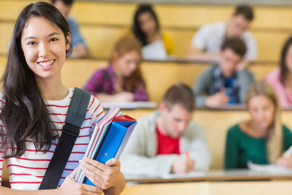 smiling student lecture hall Den Gatte im World Wide Web kennenzulernen, wird einstweilen Wafer Periode, nimmer die Ausnahme